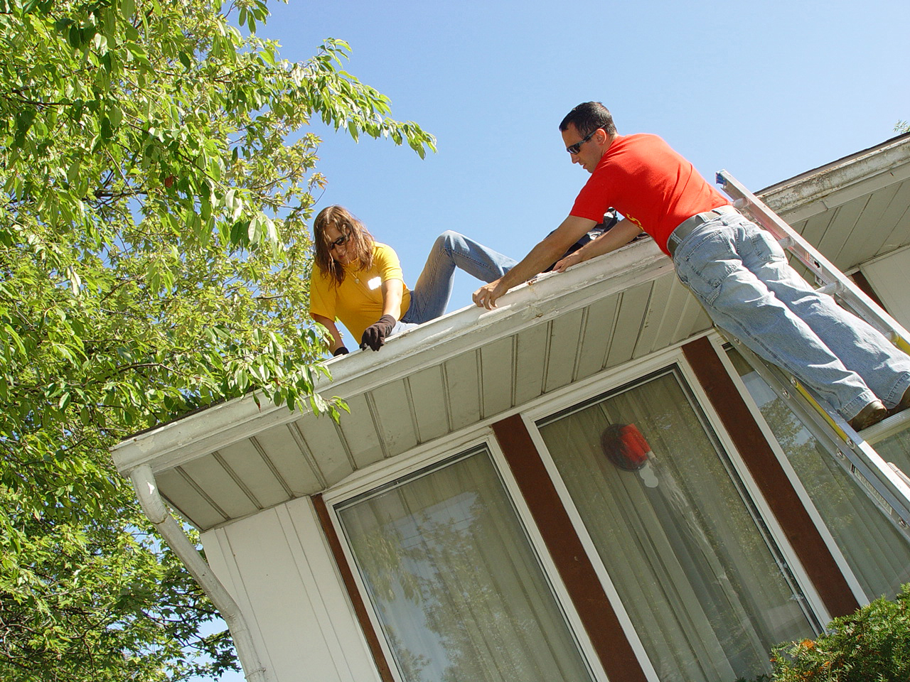 Cleaning gutters and downspouts handyman tips cleaning gutters and downspouts solutioingenieria Gallery